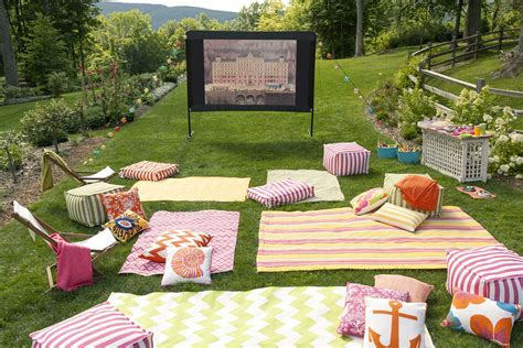 backyard movie 20 cool backyard movie theaters for outdoor entertaining