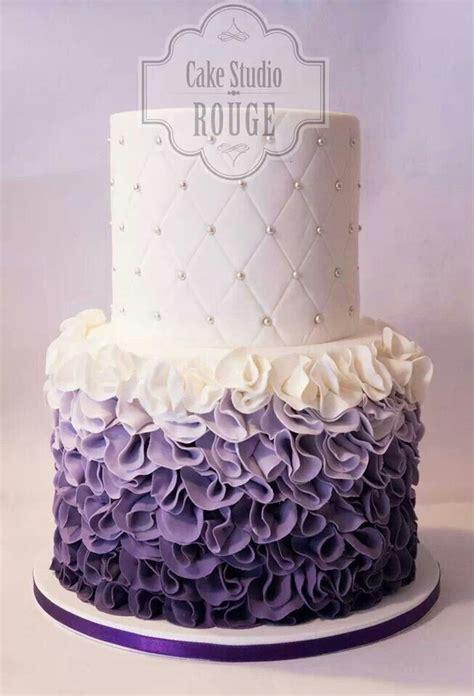 classic purple and white wedding cake with marzipan roses 5 tortad 237 sz 237 tő 246 tlet halad 243 tort 225 soknak