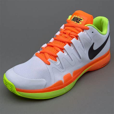 Sepatu Nike Zoom sepatu tenis nike zoom vapor 9 5 tour white black volt