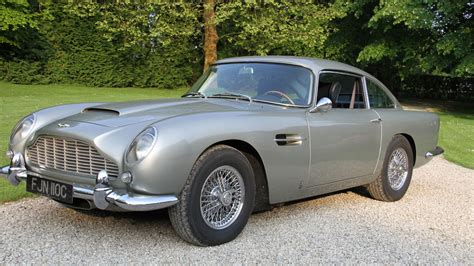 Aston Martin In Bond by R 233 Tromobile L Aston Martin Db5 De Bond En Vedette