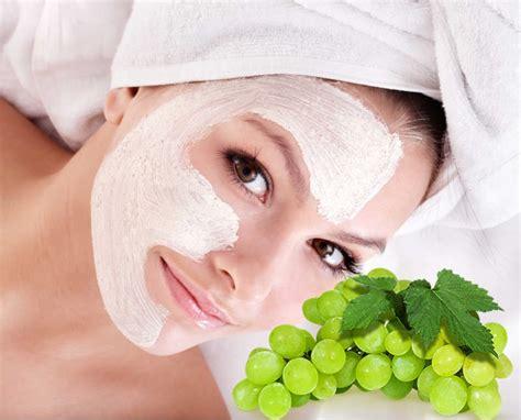 maschere di bellezza fatte in casa maschera all uva illuminante antirughe