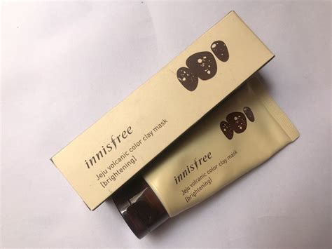 Innisfree Jeju Color Clay Mask Black innisfree jeju volcanic color clay mask brightening review