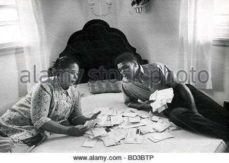 Background Check Louisville Ky Muhammad Ali About 1965 With Odessa At The Family Home In Stock Photo Royalty