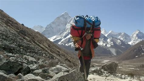 everest film 2015 uk watch a preview of shocking documentary film sherpa