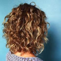 styling heavily layered hair best 25 medium length curly hairstyles ideas on pinterest