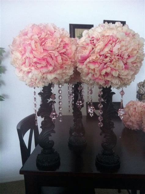 Diy Centerpiece Idea But Some Peacock Feathers Some Red Floral Balls Centerpieces