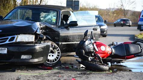 Unfall Motorrad Gestern by Nu 223 Loch Unfall Zwischen Auto Und Motorrad Auf Massengasse