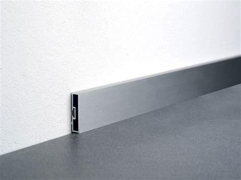 L Gread Alumumium Designt ba 400 plinthe by profilitec