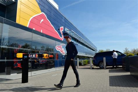 Renault Garage Milton Keynes In Foto S Het Nieuwe Team Max Verstappen Formule1 Nl