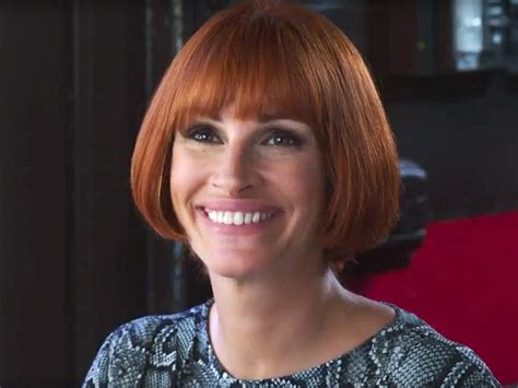jennifer aniston julia roberts mother s day trailer julia roberts in red wig with