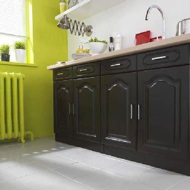 Merveilleux Repeindre Un Meuble Rustique #3: peinture-pour-meuble-v33-dans-cuisine-repeinte-en-noir-et-vert-anis.jpg