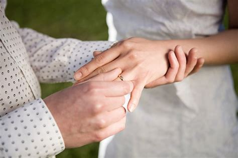 third of women remove their wedding ring to avoid damaging