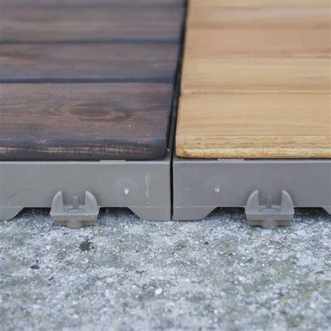 piastrelle in legno per esterni mattonelle in legno per pavimenti esterni woodplate pino