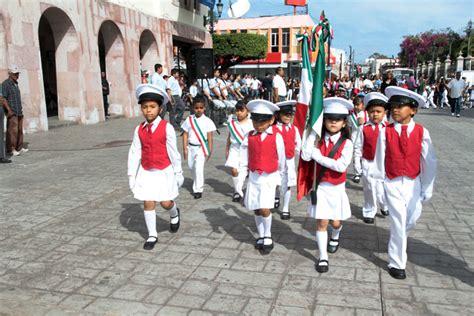 imagenes de escoltas vip realizan desfile de escoltas alumnos del nivel preescolar