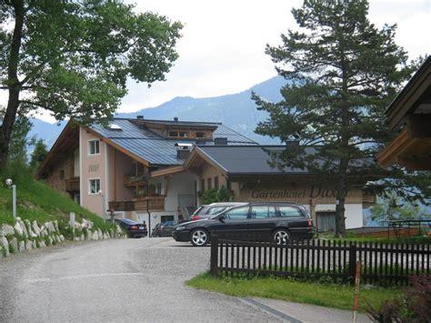 garten hotel daxer bild quot naturbadeteich mit terrasse und hotel quot zu