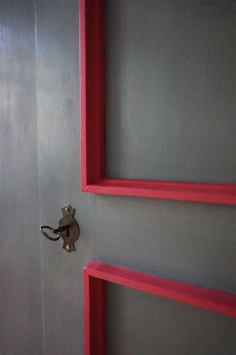 Schrank Mit Wandfarbe Streichen by Schrank In Manhattan Und Flamingo Gestrichen M 246 Bel