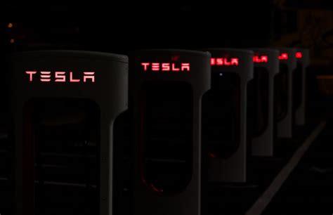 elon musk new battery tesla s elon musk says new car battery is a milestone