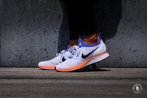 Diskon Sepatu Sneakers Nike Racer Flyknit Platinum Premium nike air zoom flyknit racer prm white hyper crimson platinum 918264 100