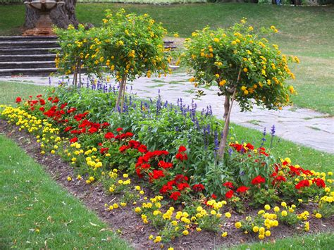 flower bed garden garden flower beds design ideas landscaping gardening