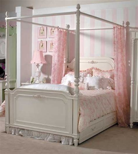 Little Girl Canopy Beds | canopy beds are perfect for little girl s rooms wish i