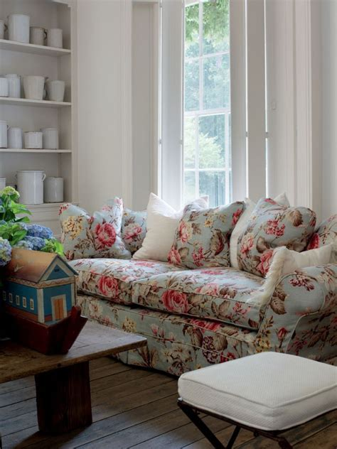 floral fabric sofa best 25 floral couch ideas on pinterest floral sofa