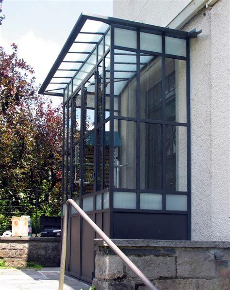 veranda verglast metall werk z 252 rich ag windfang und gartentreppe