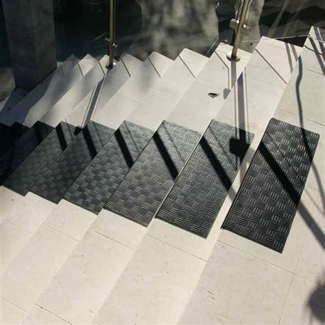 diamond grip rubber stair tread