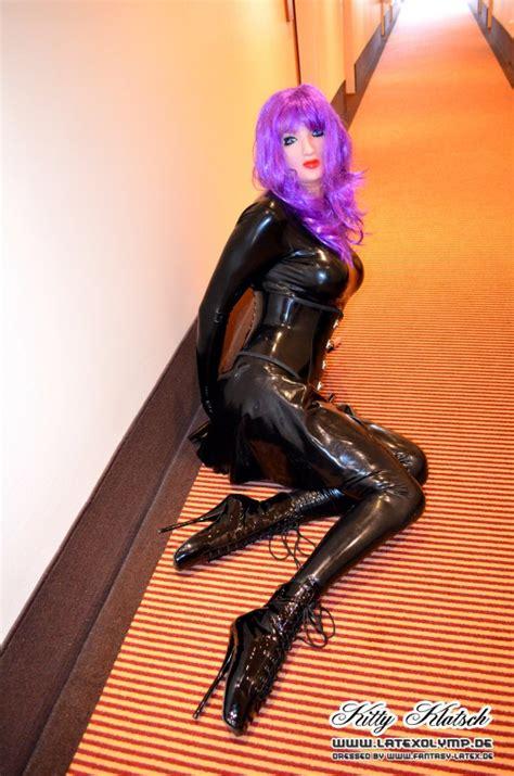 imagenes jpg en latex total latex enclosure and ballet boots in hotel kitty