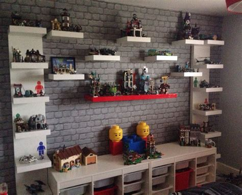 shelves for boys bedroom 1000 idee 235 n over lego display op pinterest lego opslag schoenenwand en jongens