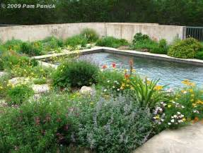 Garden Pools S Flower Licious Walled Garden Diggingdigging