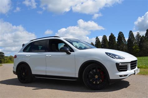 cayenne porsche white used pearl white porsche cayenne for sale buckinghamshire
