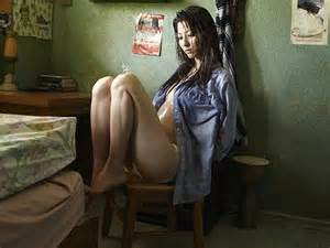 Sak zadan http wallpapers brothersoft com yumi sitting in the room
