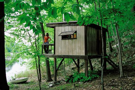 how to build a tiny cabin hermit cabin simple backwoods cabin cool small cabins