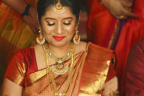 vijay television anchor priyanka marriage photos priyanka deshpande biography wiki dob family profile