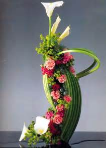 flower arranging flower arrangement dakar calla zantedezi 226 iridifolium carnation chrysanthemum bupleorum