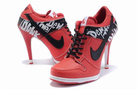 Nike à Talon Femme by Nike Chaussures A Talon