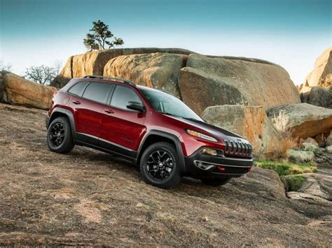 small jeep cherokee 10 best small suvs autobytel com