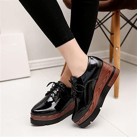 Sepatu Platform trend aksesoris wanita yang akan populer tahun 2017 unik