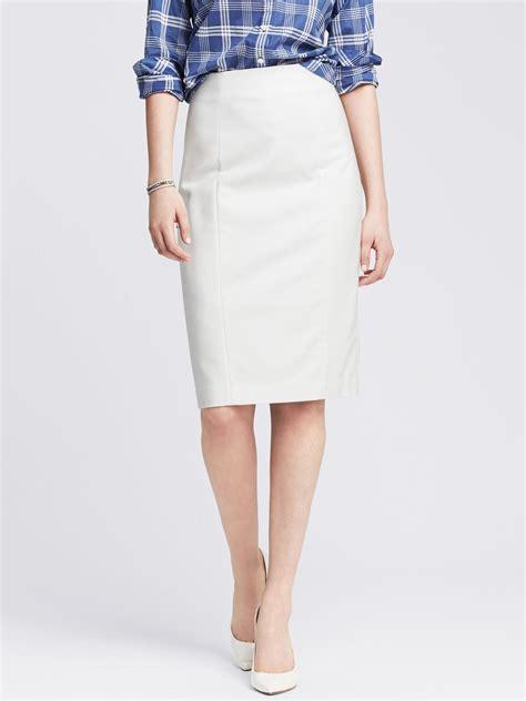 banana republic sleek suit pencil skirt in white lyst