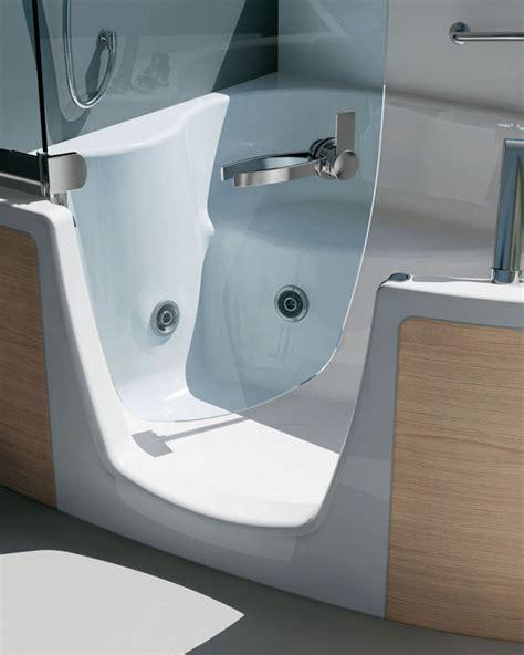 behindertengerechte badewanne pin behindertengerechte badewanne mit t 252 r on