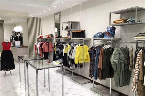 negozi tavoli allestimento negozi abbigliamento agor 224 allestimenti