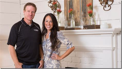 where does chip and joanna gaines live joanna gaines chip gaines news net worth tv shows