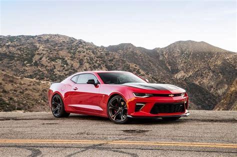 Mustang Gt Vs Camaro Ss by Battle Of The Brawn 2018 Chevrolet Camaro Ss Vs 2018 Ford