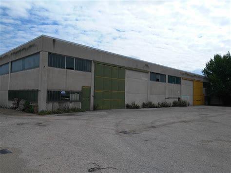 capannone industriale capannoni industriali terni in vendita e in affitto cerco