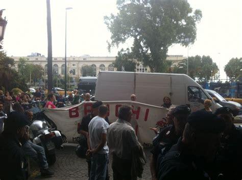 la repubblica sede foto sit di protesta in dei disoccupati davanti alla sede