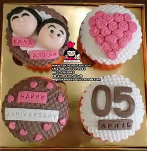 Dalam menggunakan coklat sebagai hiasan kue ulang tahun penggunaan