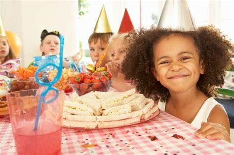 how to throw your own kids birthday parties at home momof6 how to throw your own kids birthday parties at home momof6