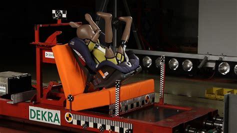Kindersitz Auto Unfall auto test kindersitze im crashtest falsche sicherung