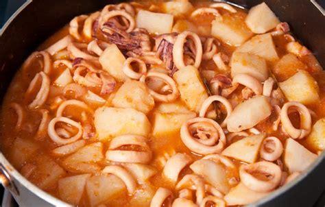 como cocinar el calamar esta es la mejor receta de calamares en salsa comedera