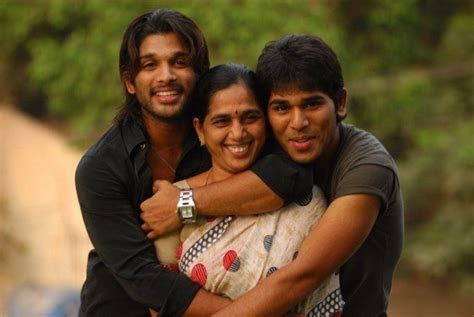 allu arjun rare photos with his family rare and unseen pics of allu arjun with family and friends